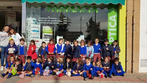 Los alumnos de 3, 4 y 5 años visitan la farmacia y han aprendido un montón